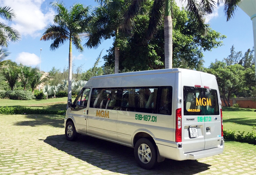 xe-ford-transit-luxury-16-cho-mgm